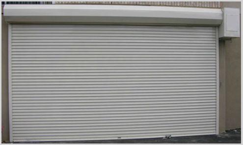 persiana metálica en `puerta de garaje