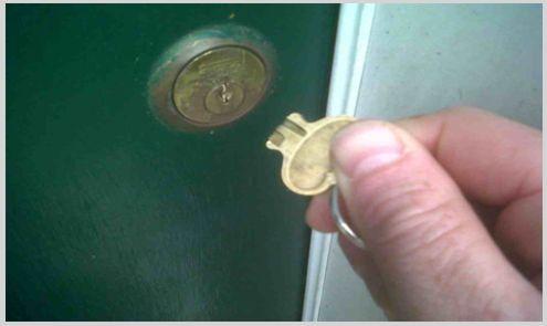 llave partida en cerradura