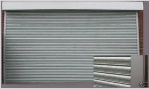 cerrajero nerja con persiana metálica en puerta de garaje