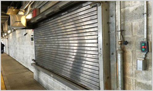 cerrajero rincón de la victoria con cierre metálico en local comercial