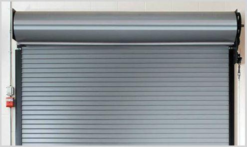 cierre metalico en puerta de garaje