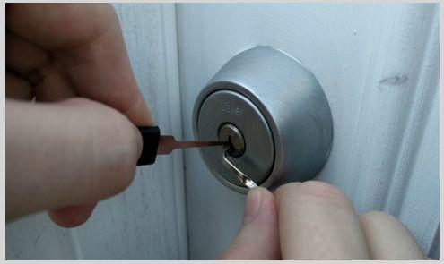 locksmith lockpicking lock