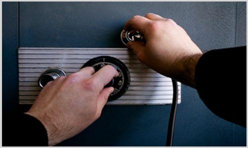 locksmith Nerja opening safe
