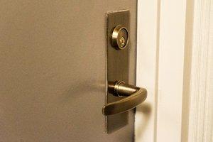 locksmith marbella fix door
